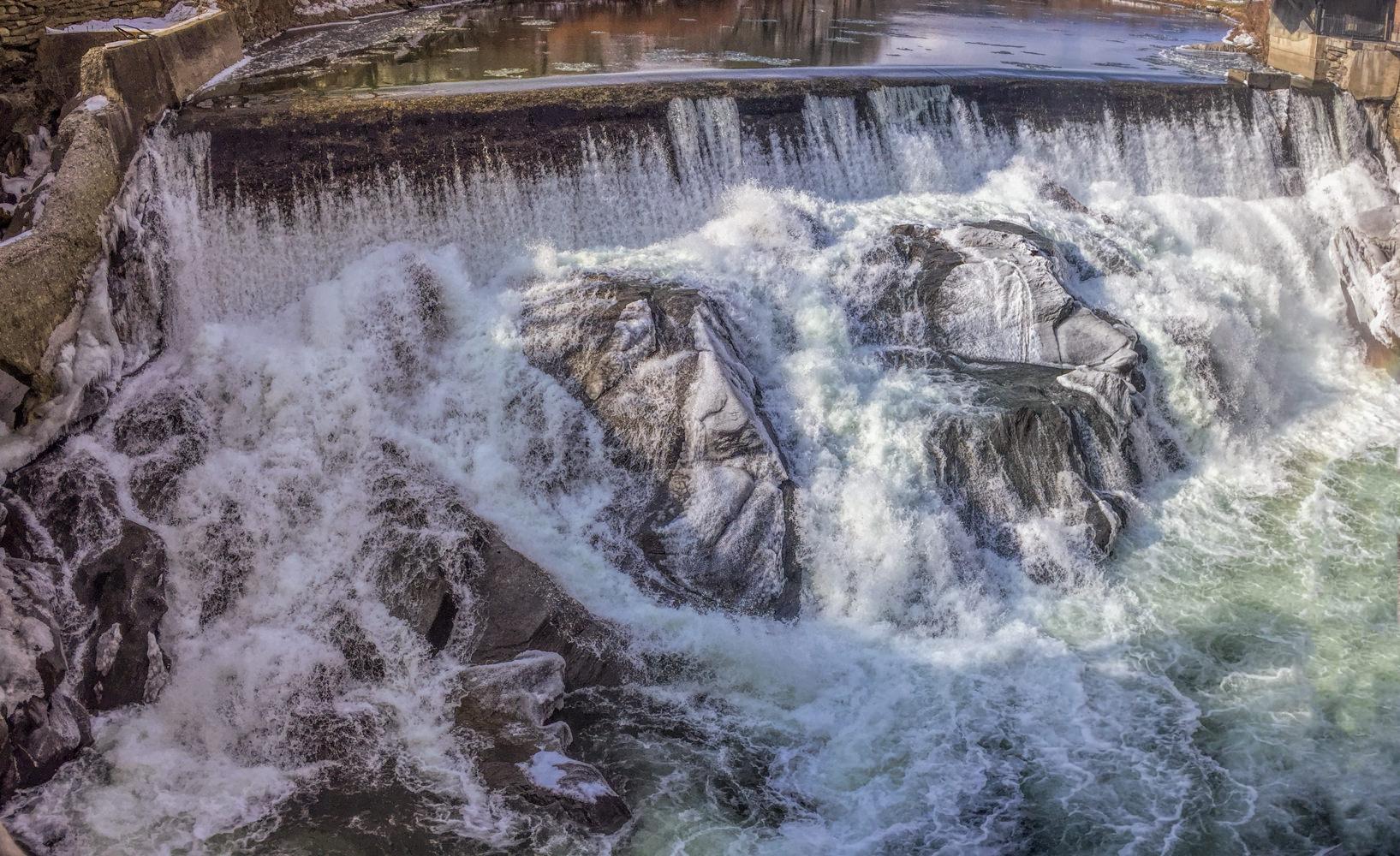 Quechee-Vermont-Ottauquechee-river-Dam